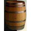 Бочка делает вино.  Дубовые бочки для вина и коньяка.